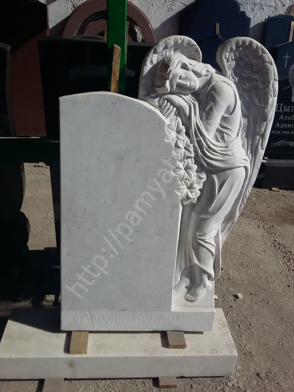 Памятник ангел цена 2018 цена на памятники оренбург худжанд